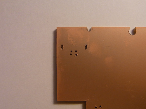 USBのソケットの部分の穴あけ